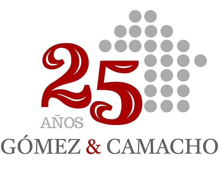logotipo gomez camacho aniversario